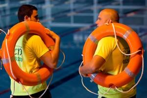 חניכים משוחחים בקורס מצילים
